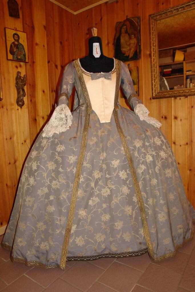 Robe Watteau